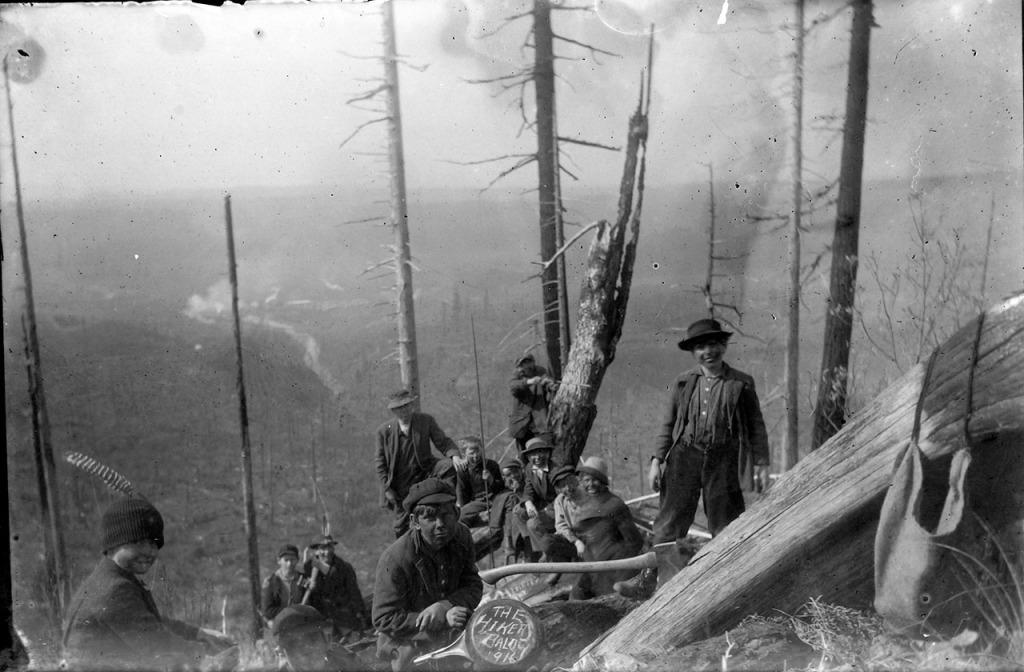 Probably 1916: IMG_5798_Hikers_Bald_1916_Boys_FryingPan_FeatherInCap