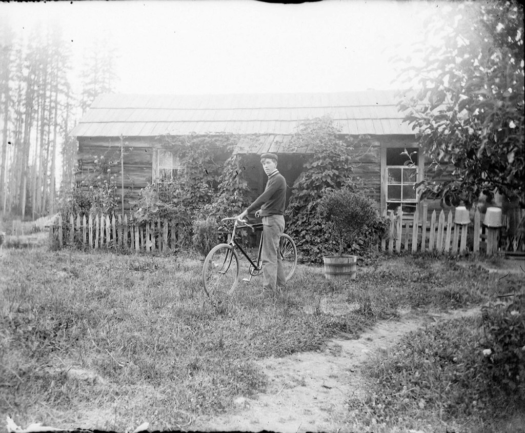 IMG_5850_Man_Bicycle_Shed_Fence_Grass_TreeInBarrel
